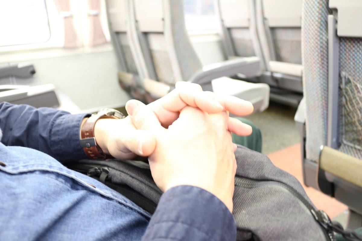 電車で隣に座ってくる女性や男性の心理が知りたい!