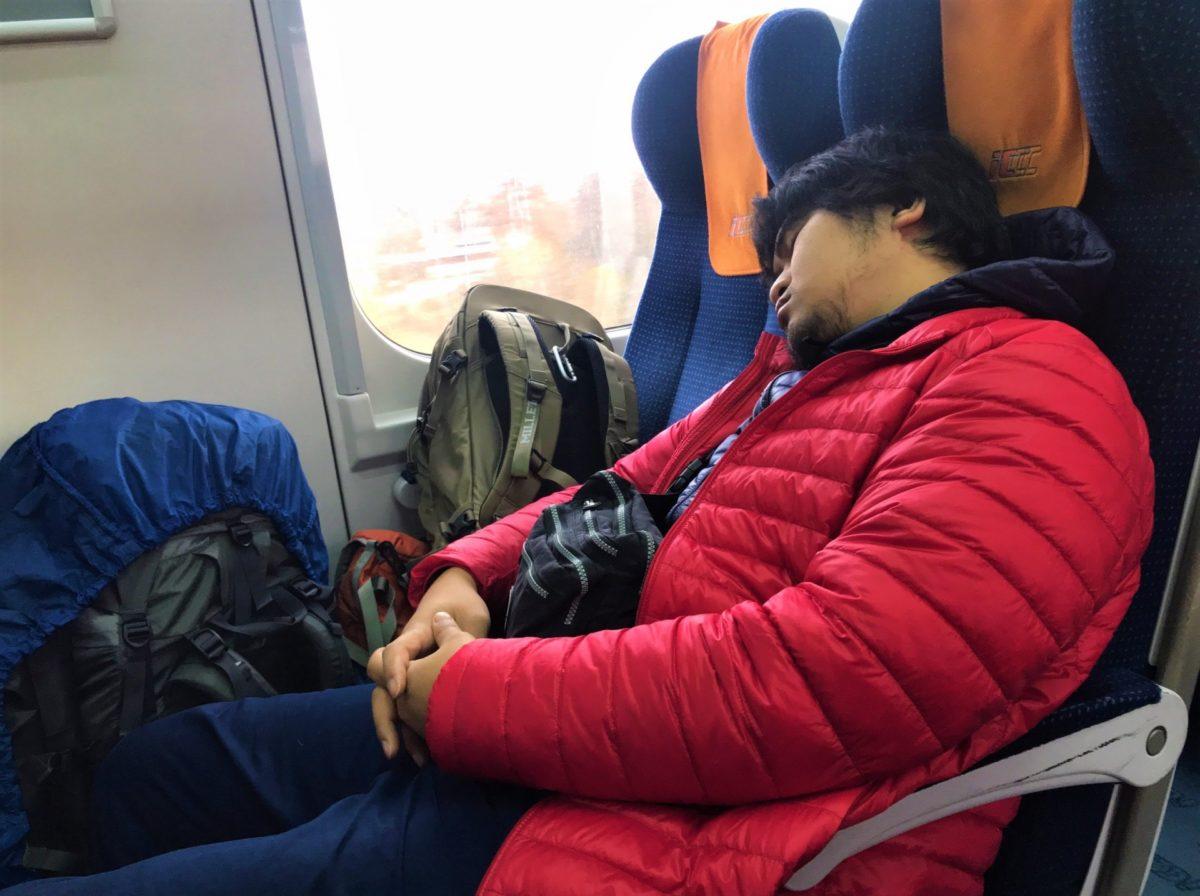 都会の電車でリュックの人は迷惑をかけている事に気づいて欲しい