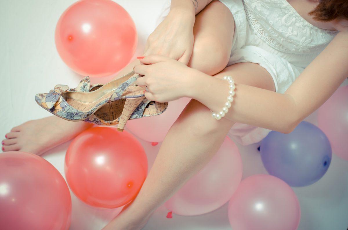 靴を履いて歩くと痛い!くるぶしあたりの靴擦れと原因・対策