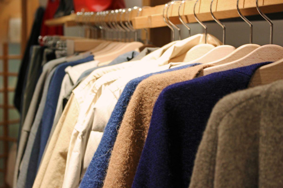 服のセールの時期が知りたい。セールのみの月やお得なセール時期
